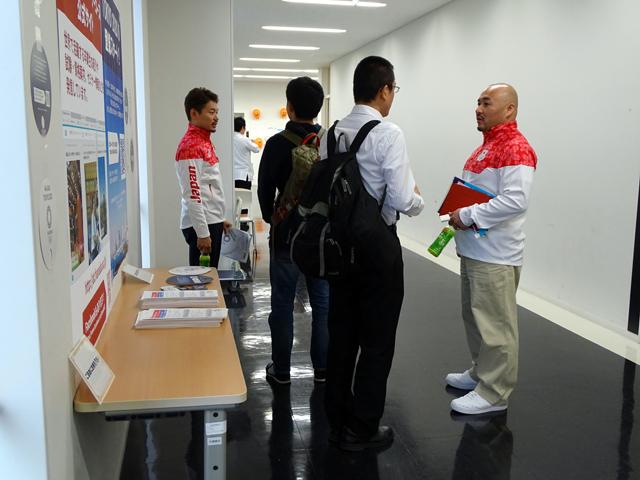 参加者の質問に答える小沢先生、田中先生