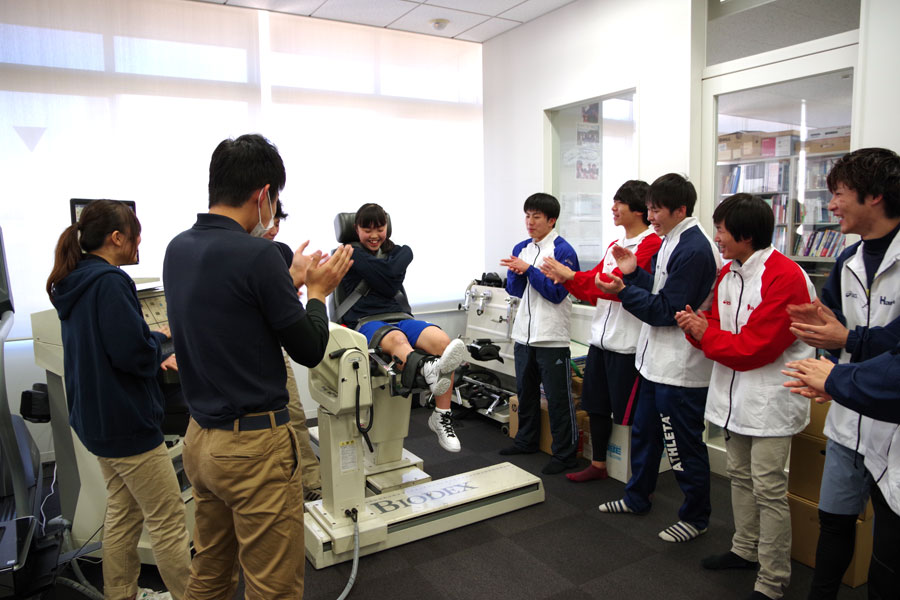 BIODEXによる筋力測定