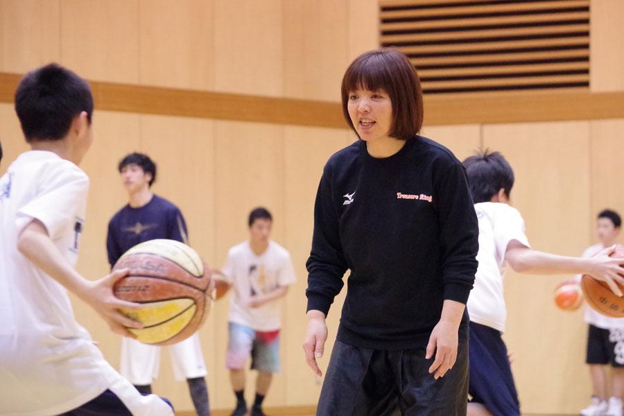 本科卒業生の津田トレーナー